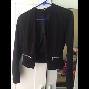 H&M Jackets & Coats - Long sleeve black cropped blazer